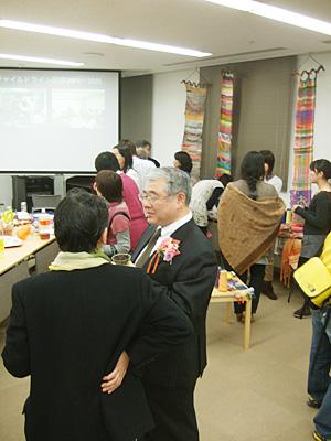201112122